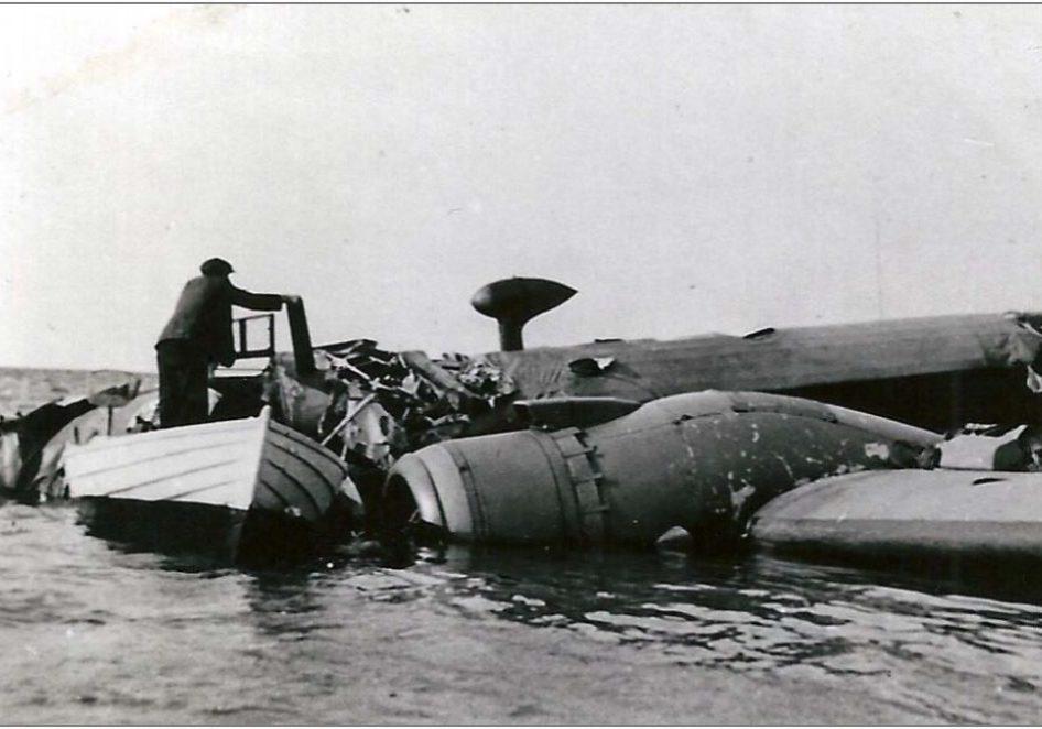 Det nødlandede fly i vandet